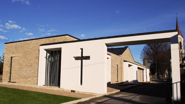 Kapuvár - temető kiszolgáló épület